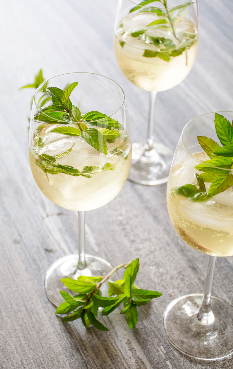 The Hugo: Prosecco, Elderflower & Mint